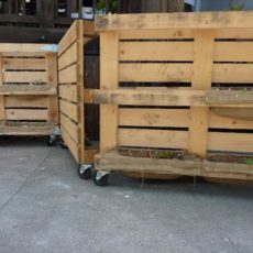 Movable jumbo pallet gate on wheels