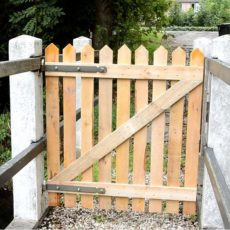 Pallet woode fence gate