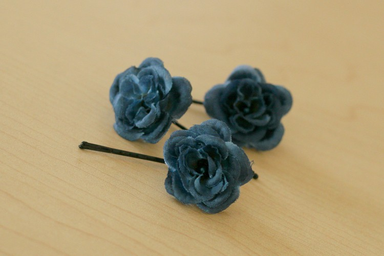 Simple single flower bobby pins