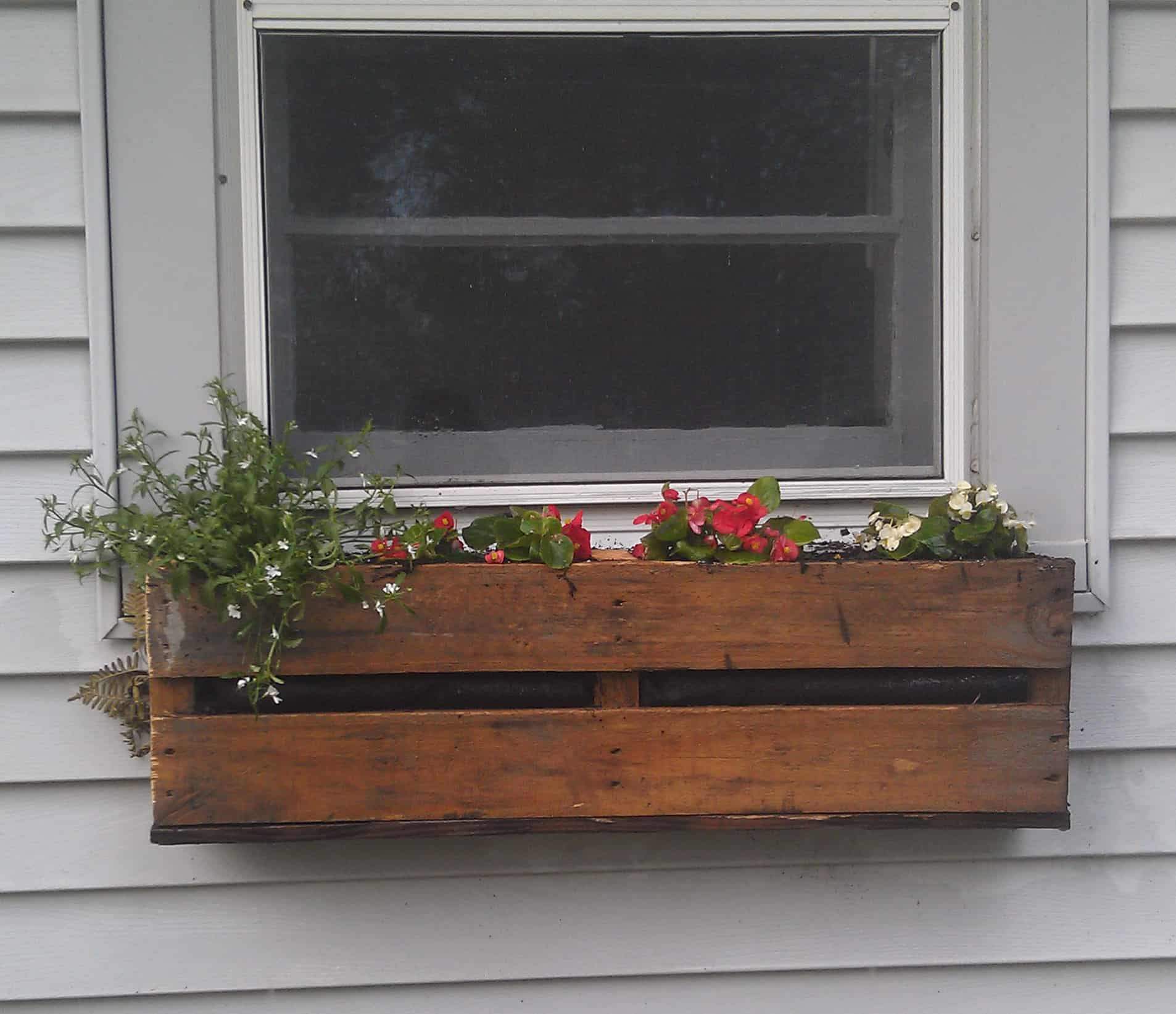 Wooden pallet window box
