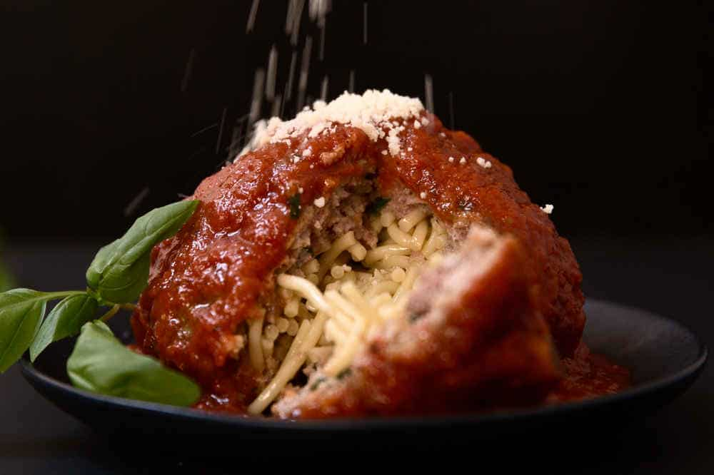 Spaghetti stuffed meatballs