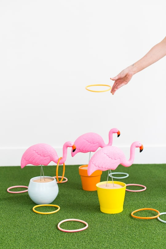 Lawn flamingo ring toss game
