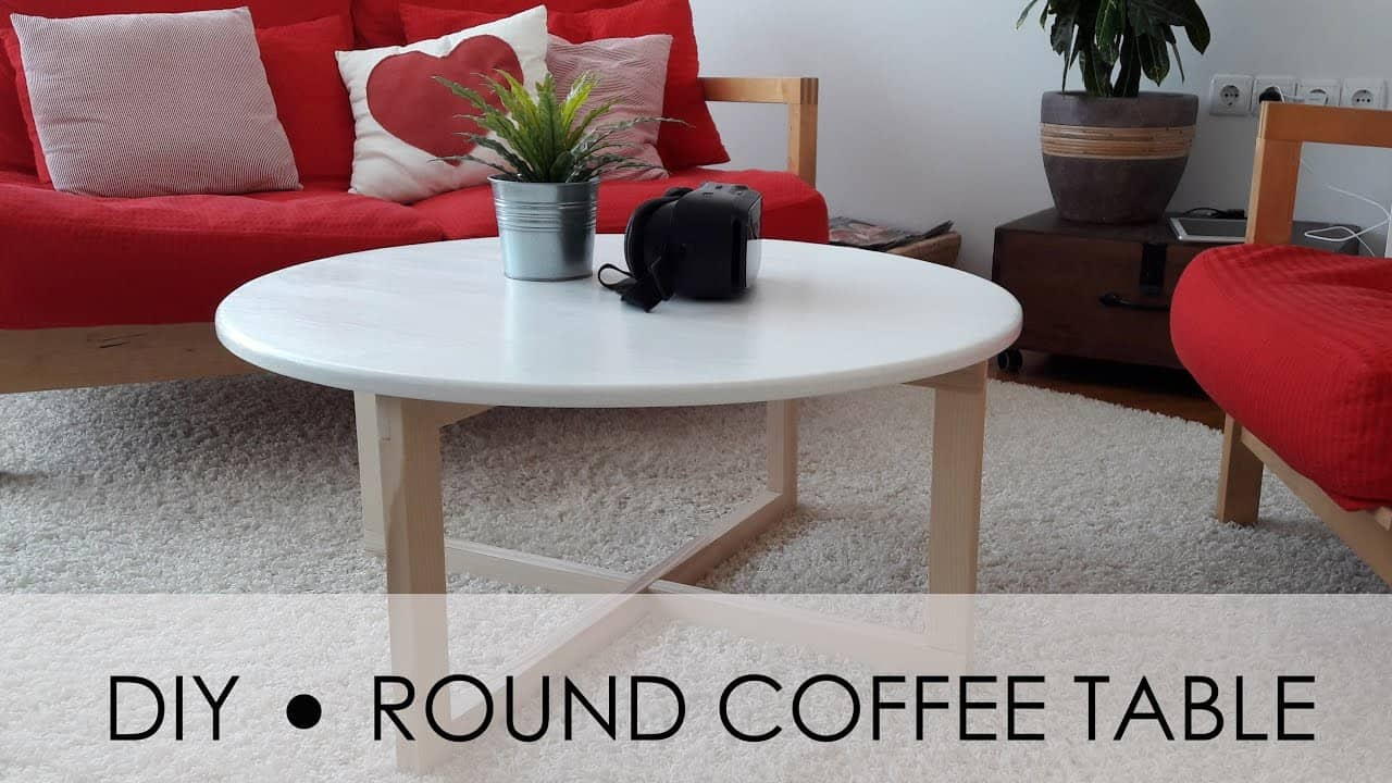 Shining top, mod looking rounded coffee table