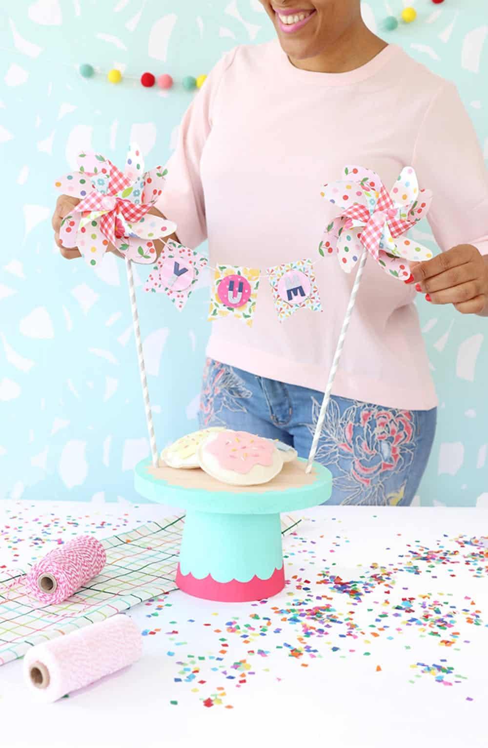 Wood pinwheel cake stand