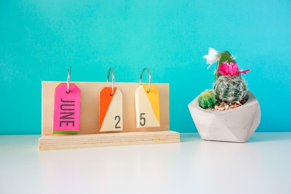 Diy perpetual desk calendar