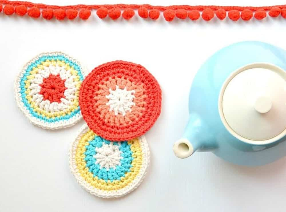 Colorful round coasters crochet diy