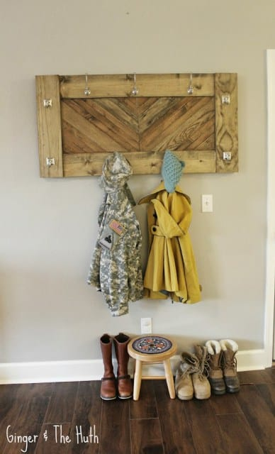 Chevron wooden wall coat rack