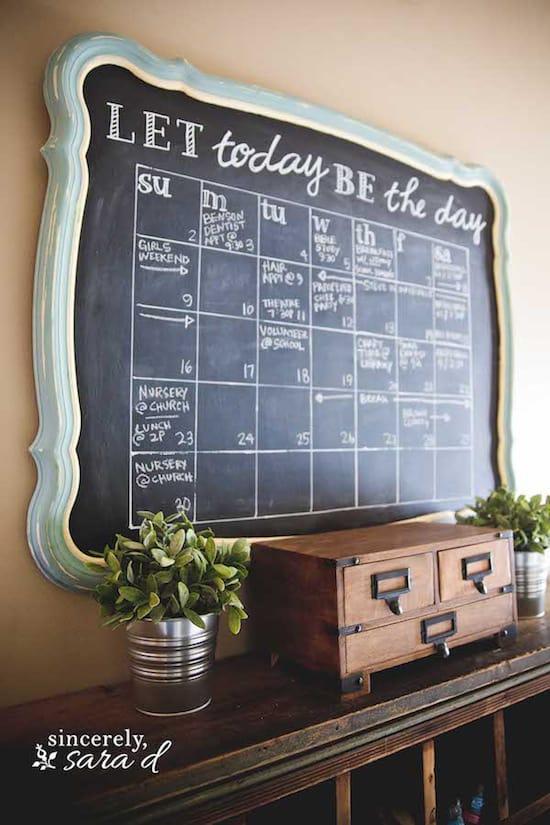 Entryway challboard calendar