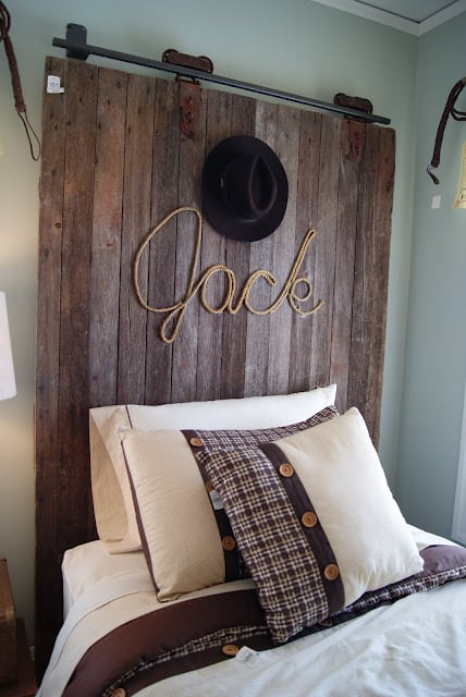 Pallet door headboard with rope name art