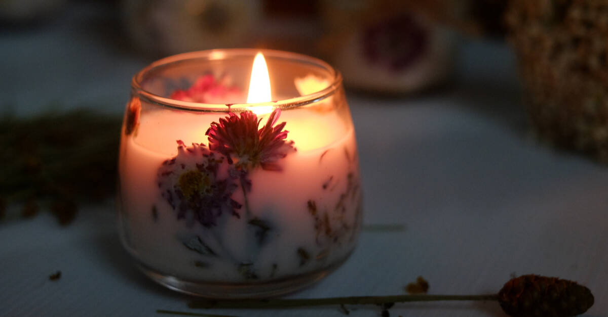 Beautiful dried flower candles
