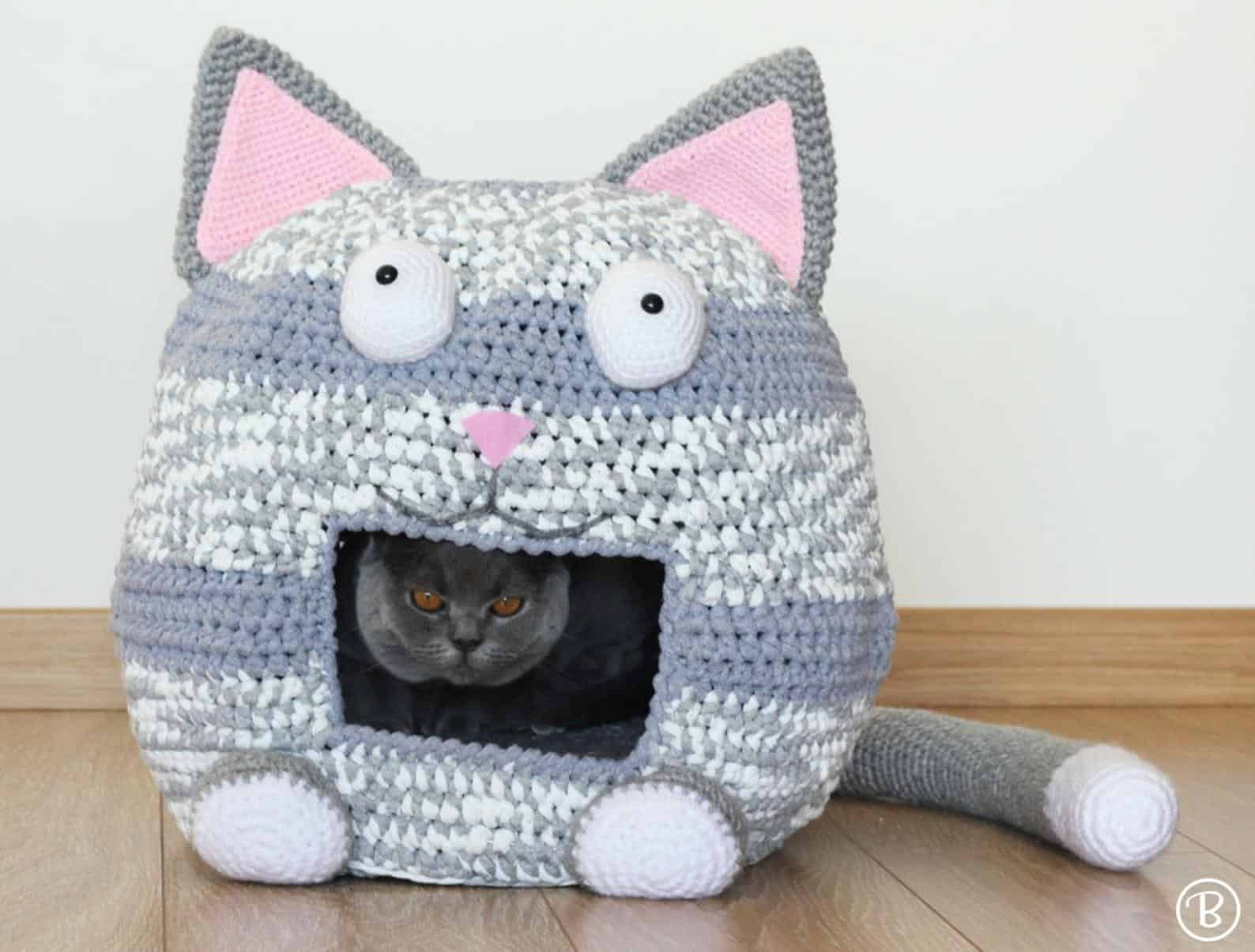 Cat shaped crocheted kitty bed