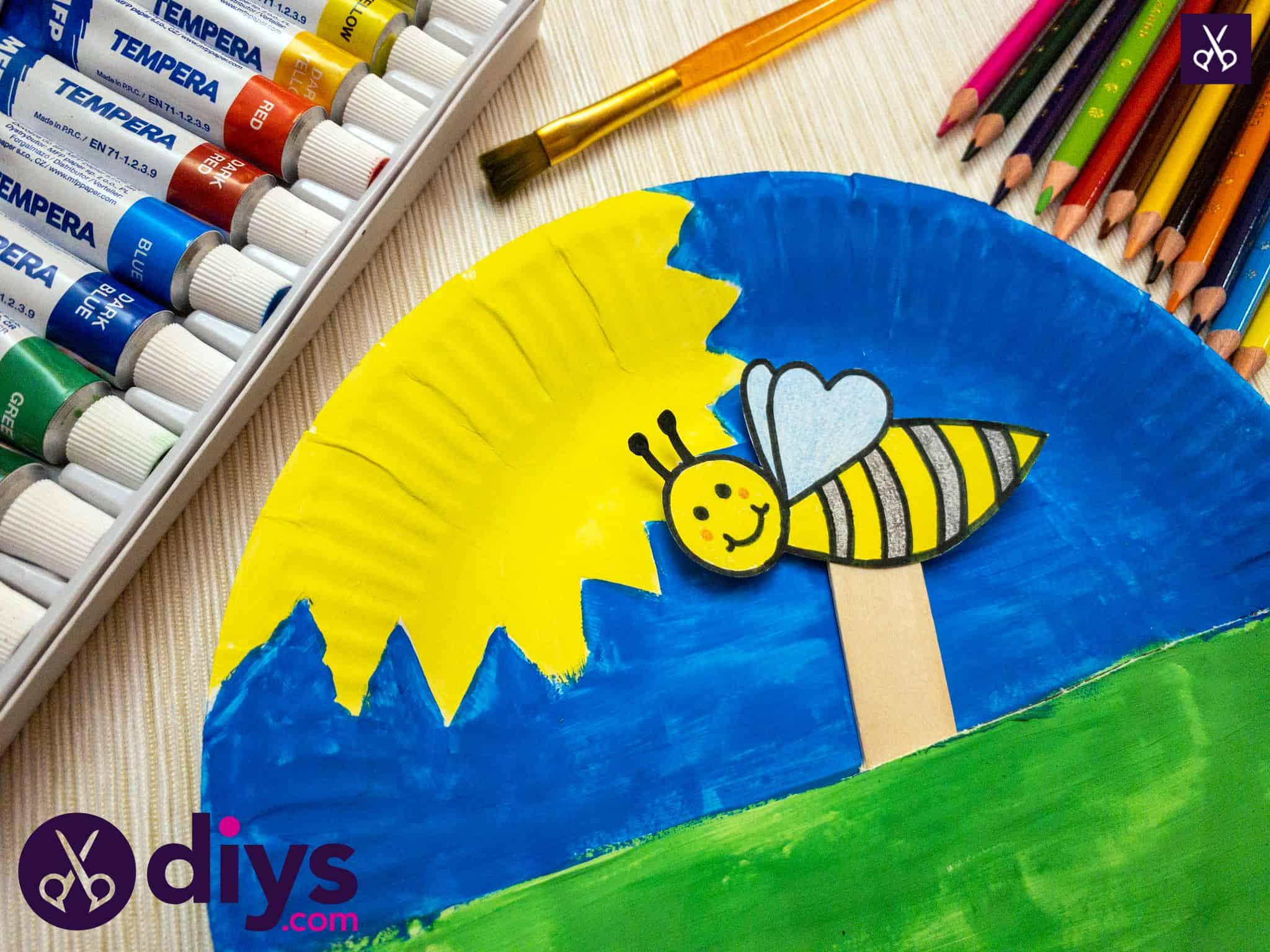 Diy paper plate bee puppet