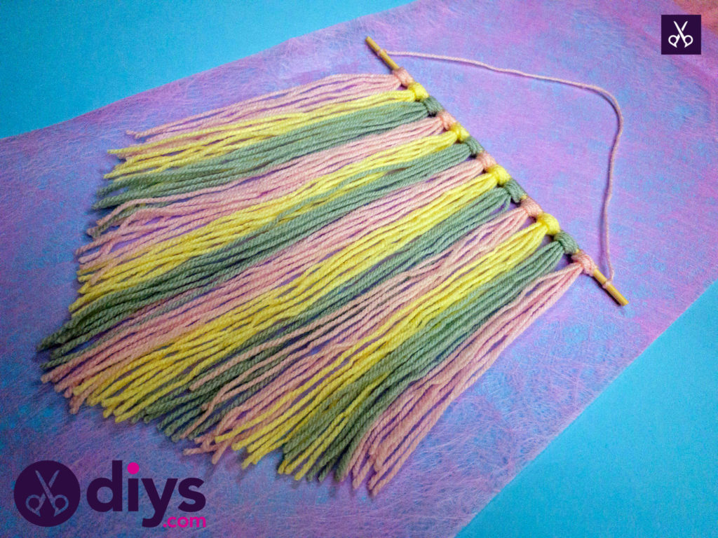 Easy how to make a yarn wall hanging