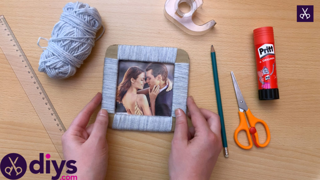 How to make a cardboard photo frame craft