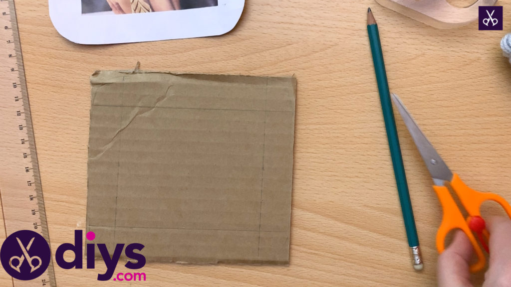 How to make a cardboard photo frame drawing process