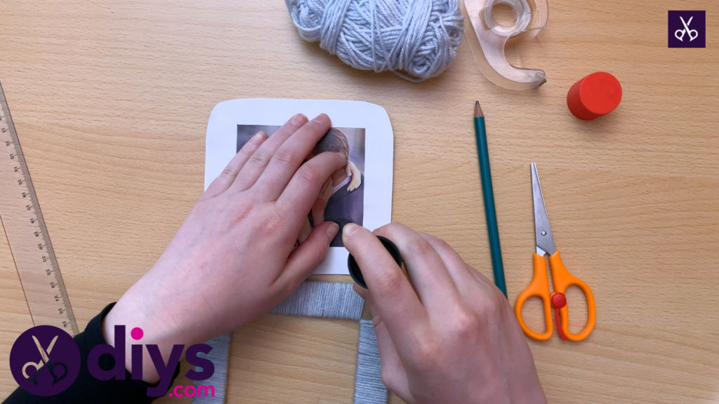How to make a cardboard photo frame glue the picture (