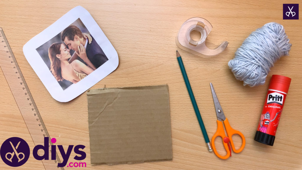 How to make a cardboard photo frame materials