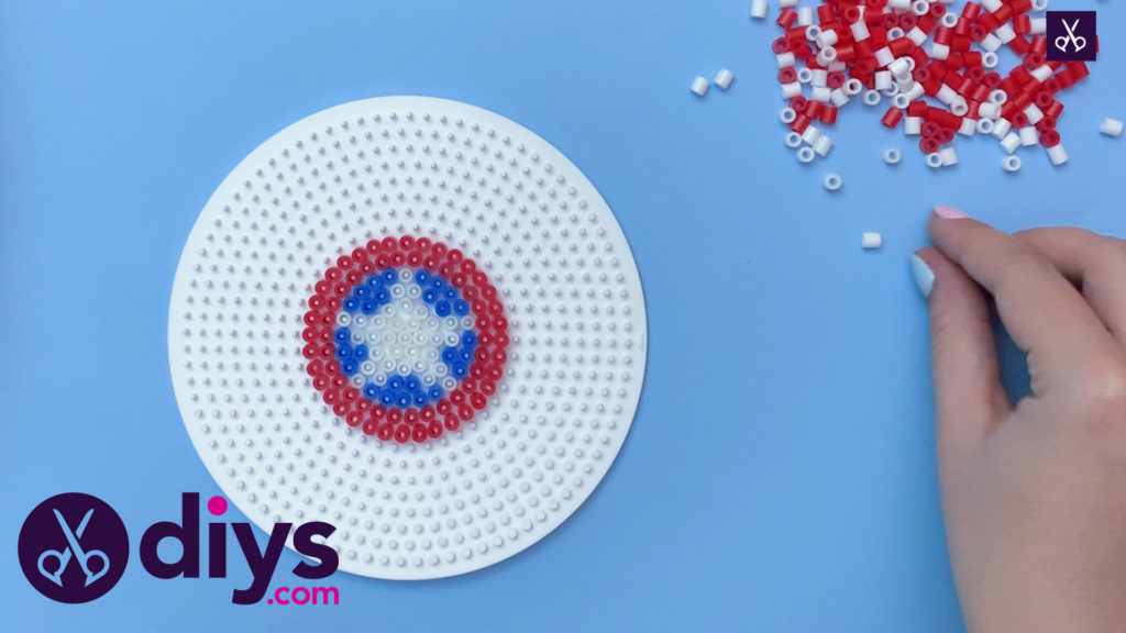 How to make a cool captain america freezer magnet step 4