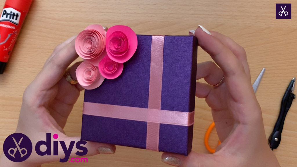 How to make a decorated gift box craft
