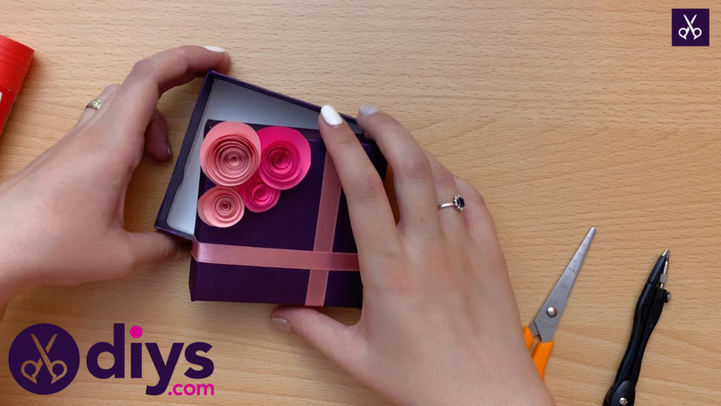 How to make a decorated gift box customized