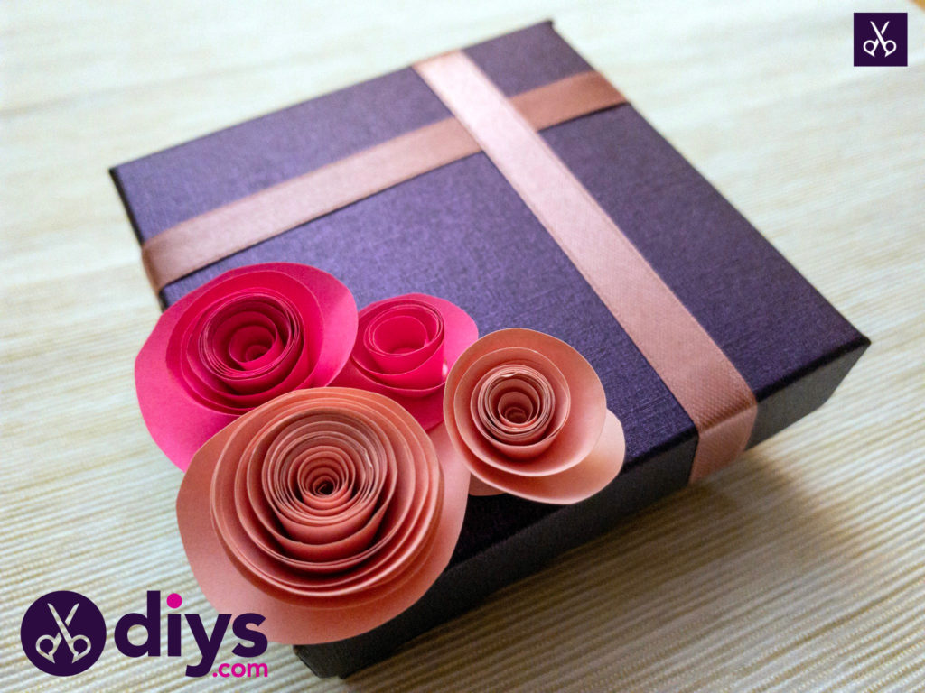 How to make a decorated gift box diy