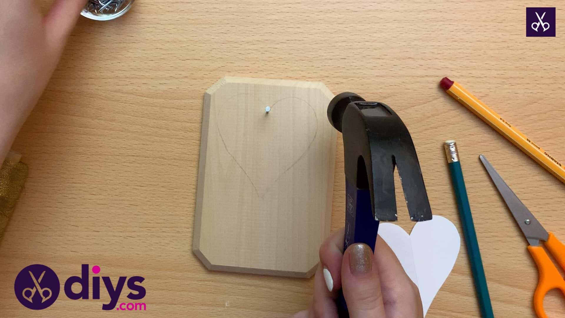 How to make mini heart string art nailing