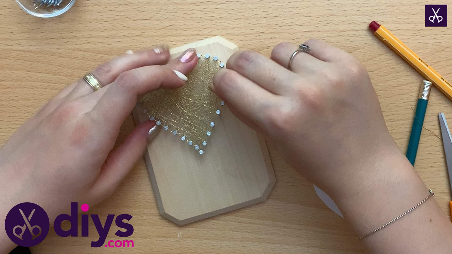 How to make mini heart string art plaque