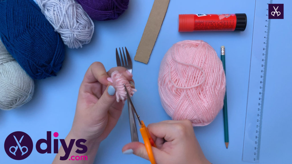 How to make pom pom letters yarn cutting