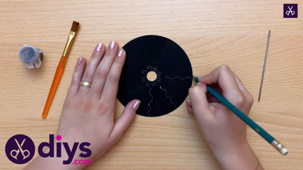 How to make recycled cd art continue stencil