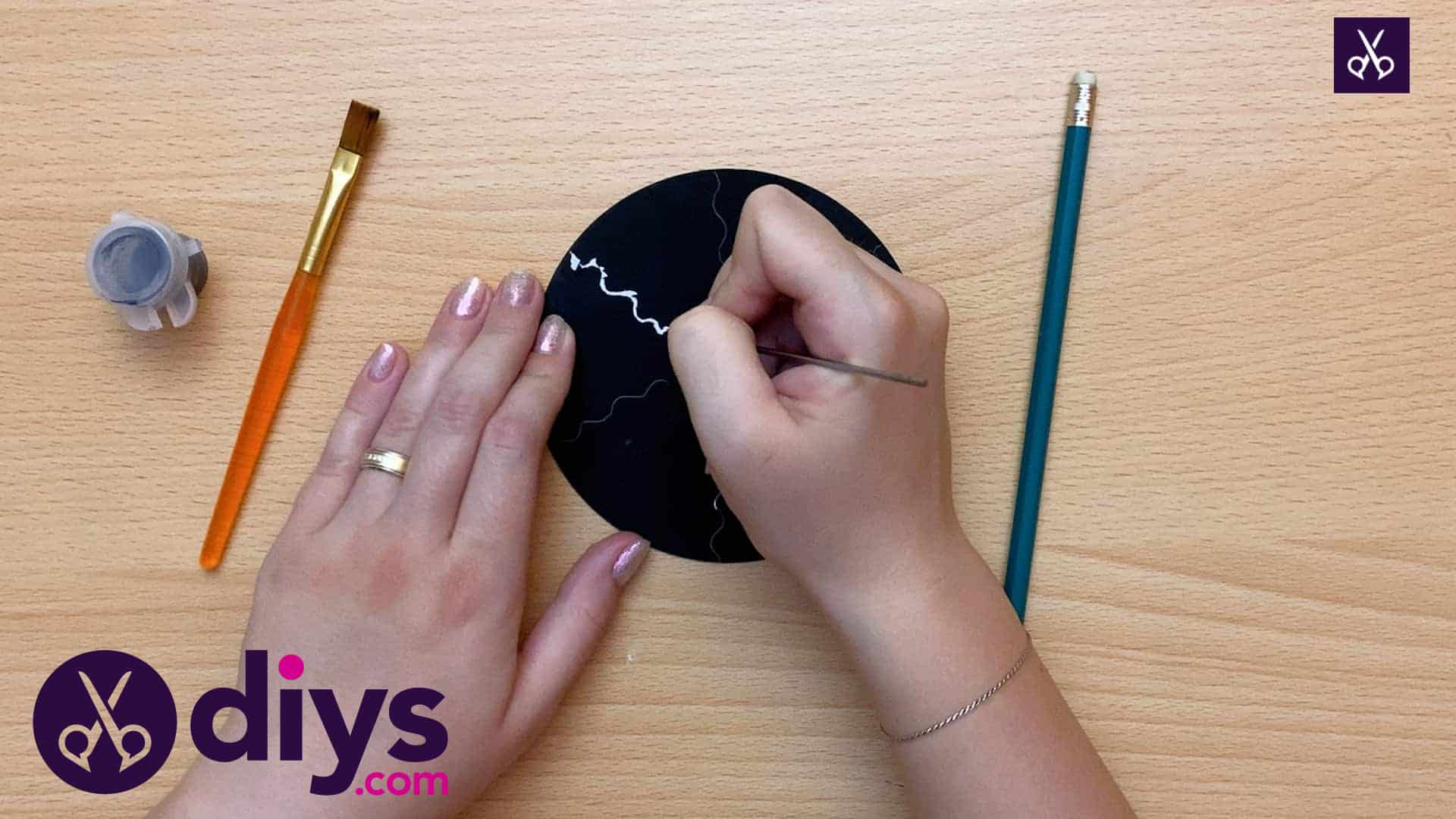 How to make recycled cd art draw