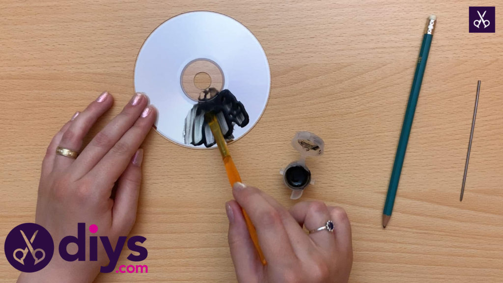 How to make recycled cd art paint
