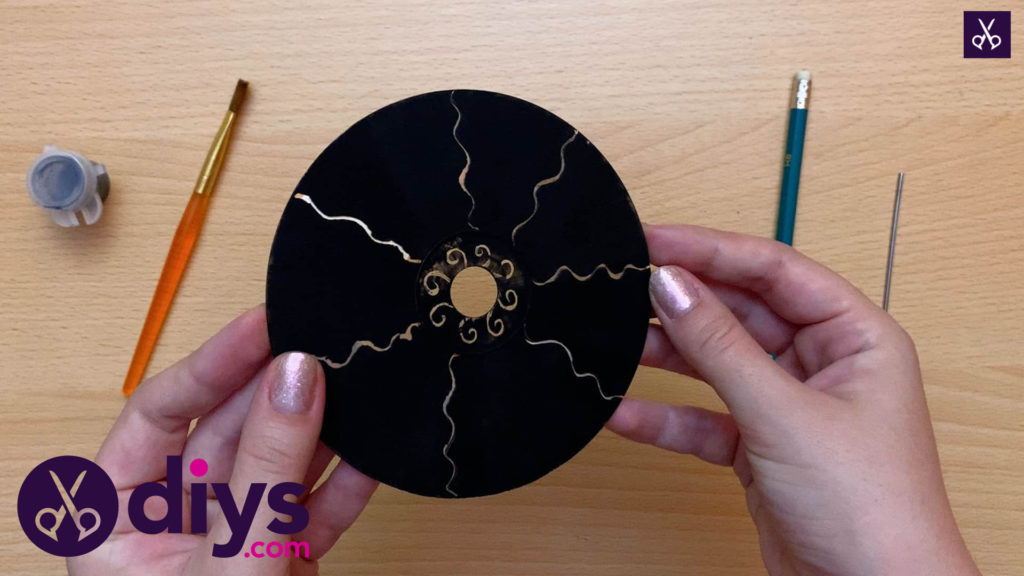 How to make recycled cd art painting