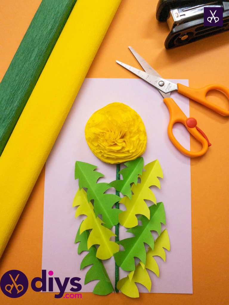 How to make a crepe paper flower craft