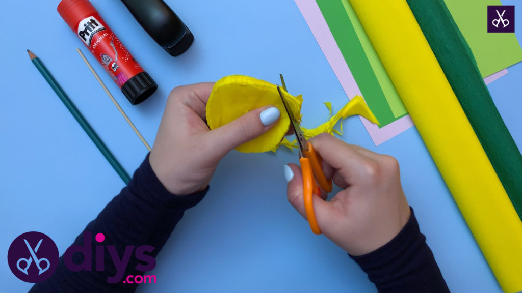 How to make a crepe paper flower cut layers