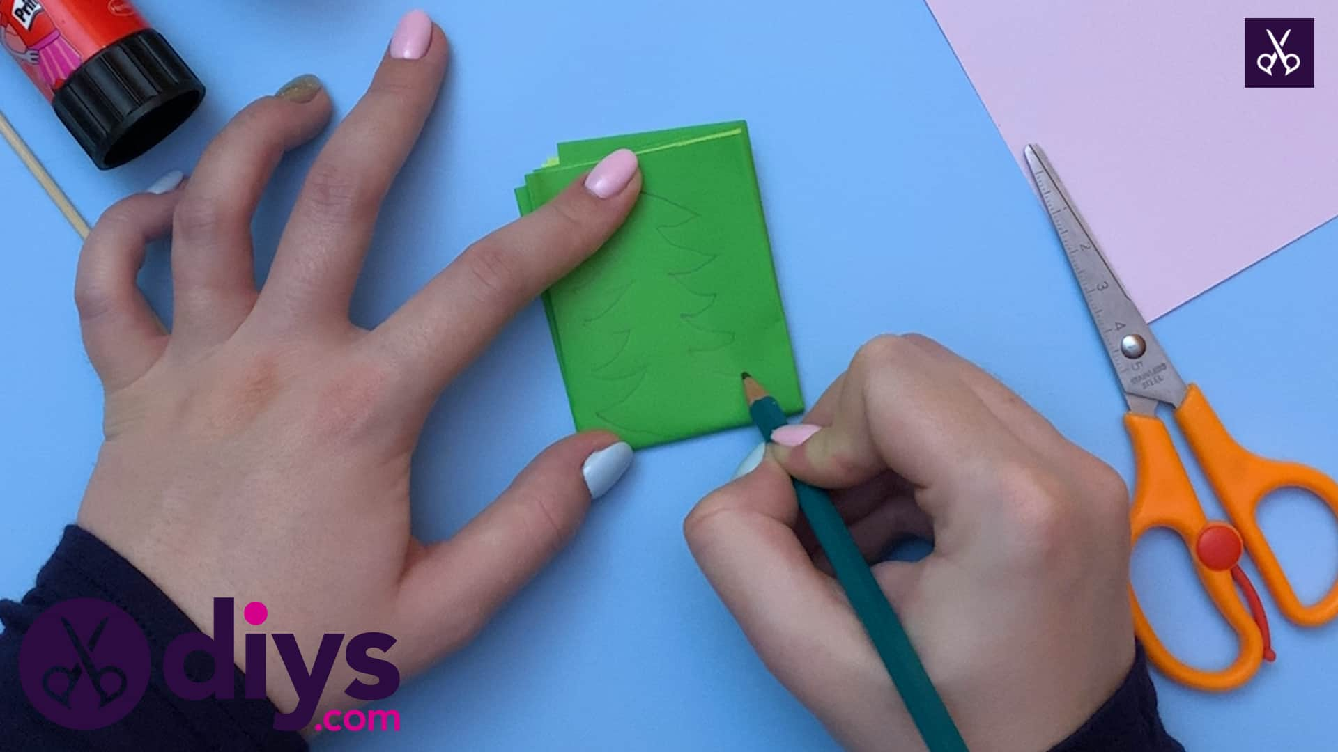 How to make a crepe paper flower draw
