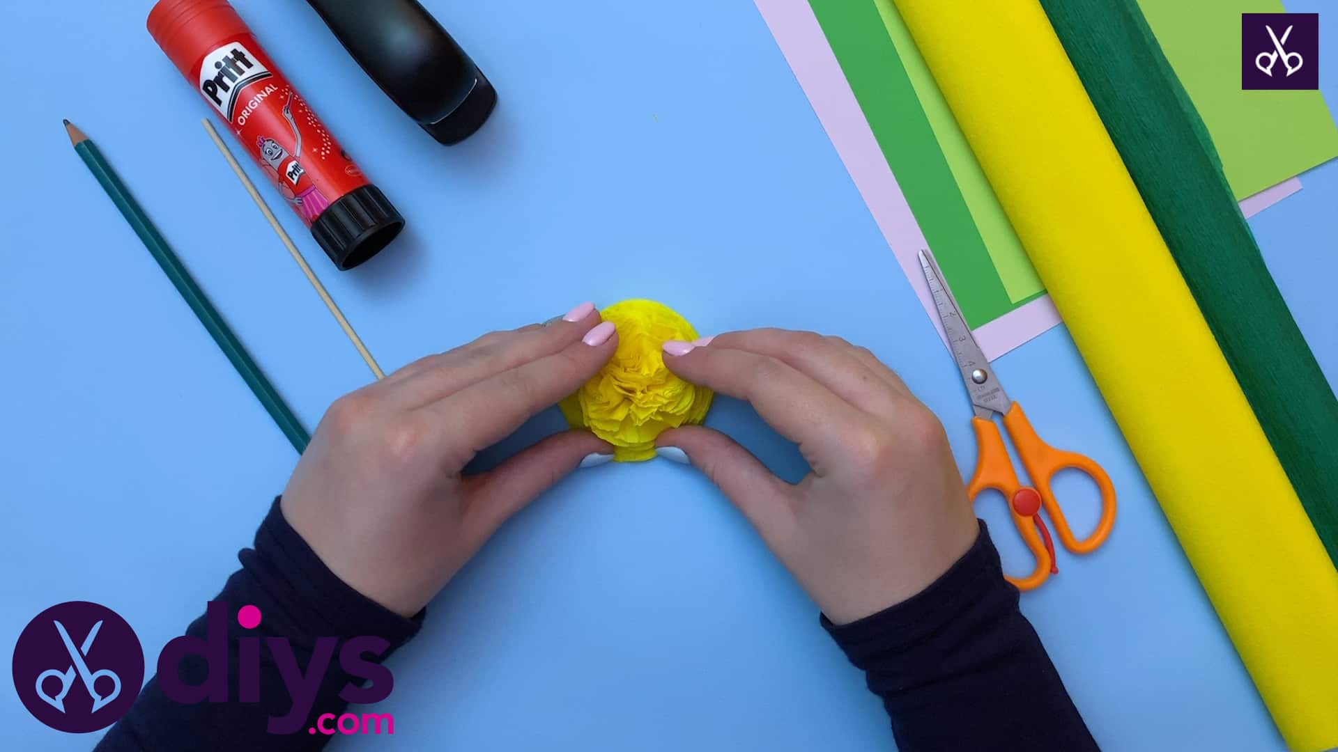 How to make a crepe paper flower shape