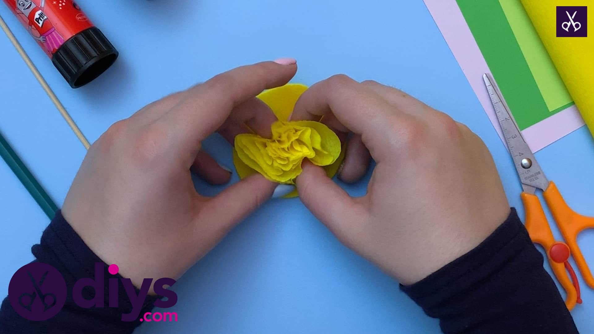 How to make a crepe paper flower start from top