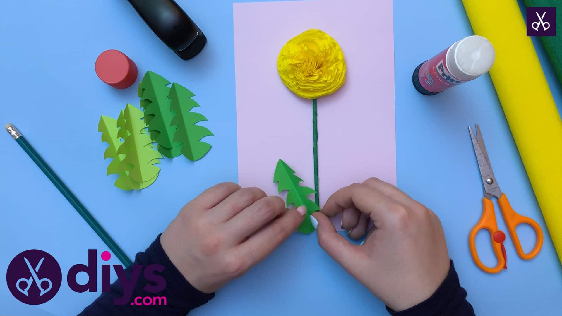 How to make a crepe paper flower start glueing