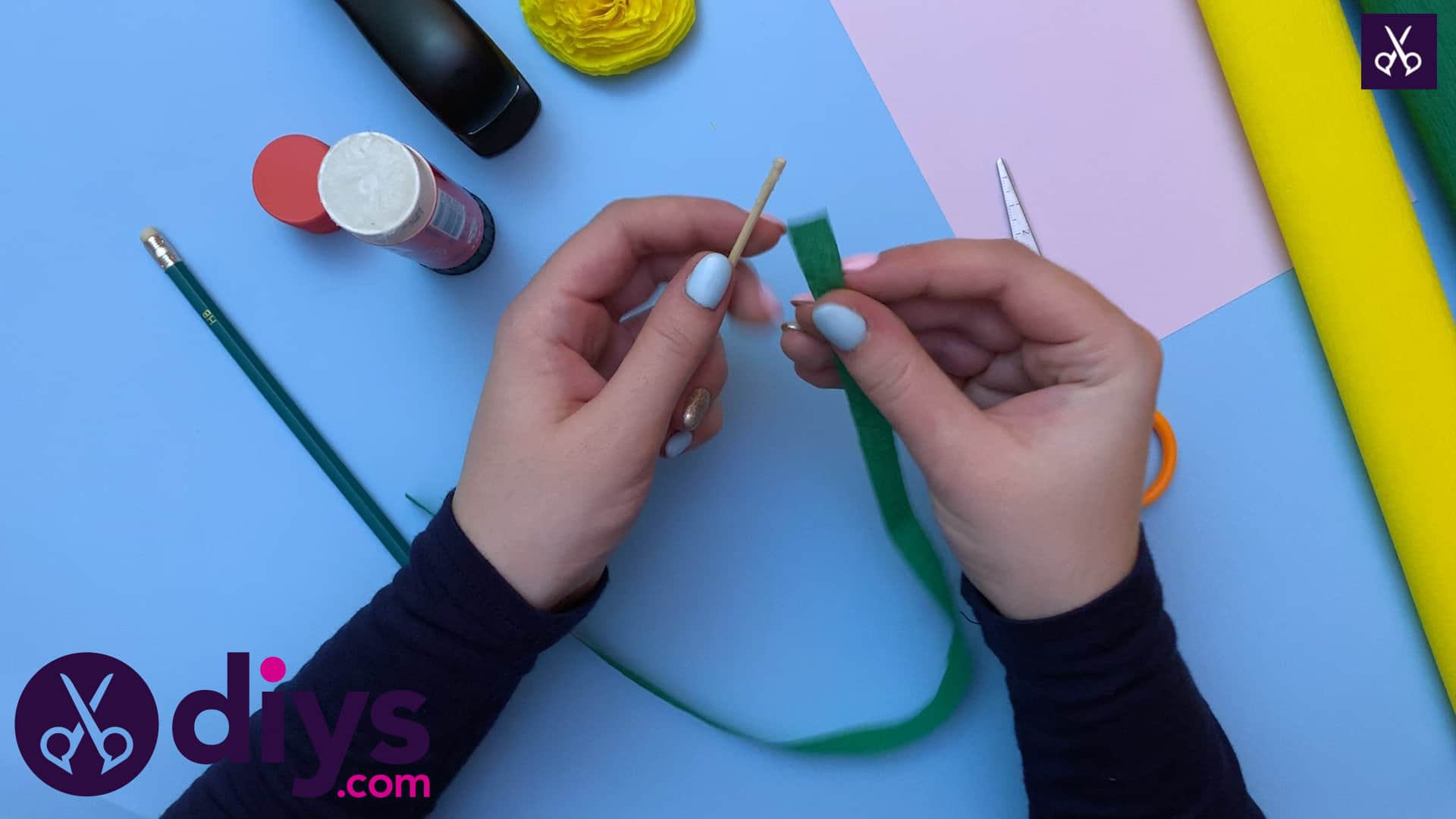 How to make a crepe paper flower wrapping