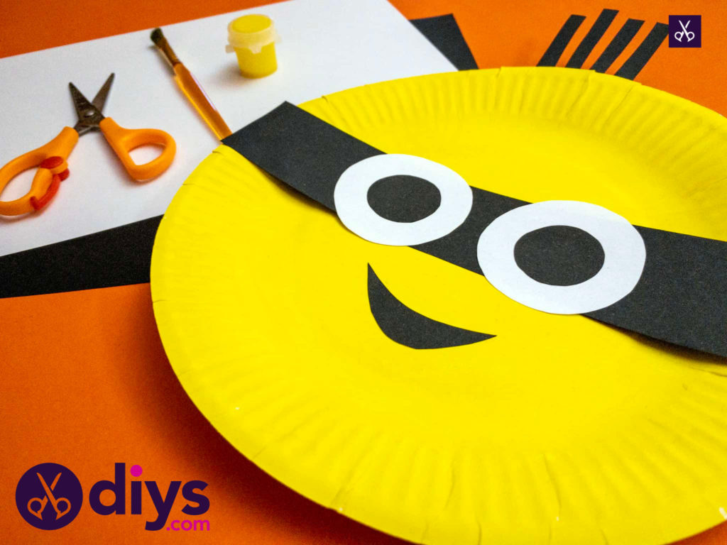 How to make a paper plate minion