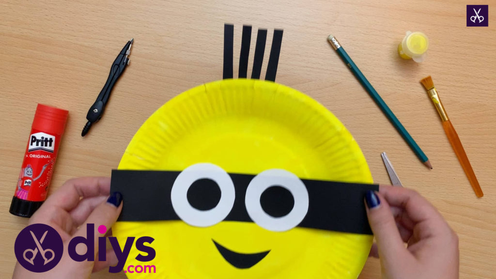 How to make a paper plate minion diy craft