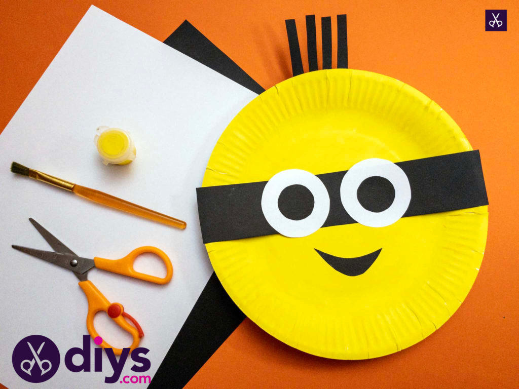 How to make a paper plate minion cutting d
