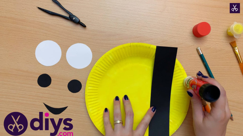 How to make a paper plate minion glue