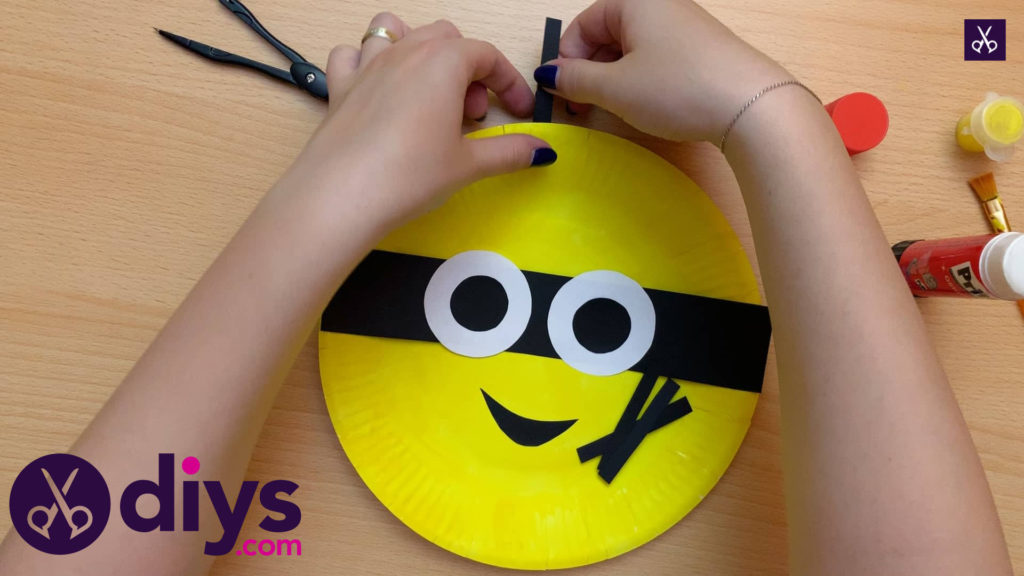 How to make a paper plate minion paint kids craft