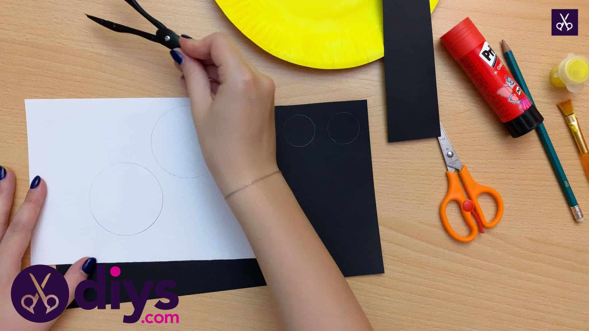 How to make a paper plate minion white paper