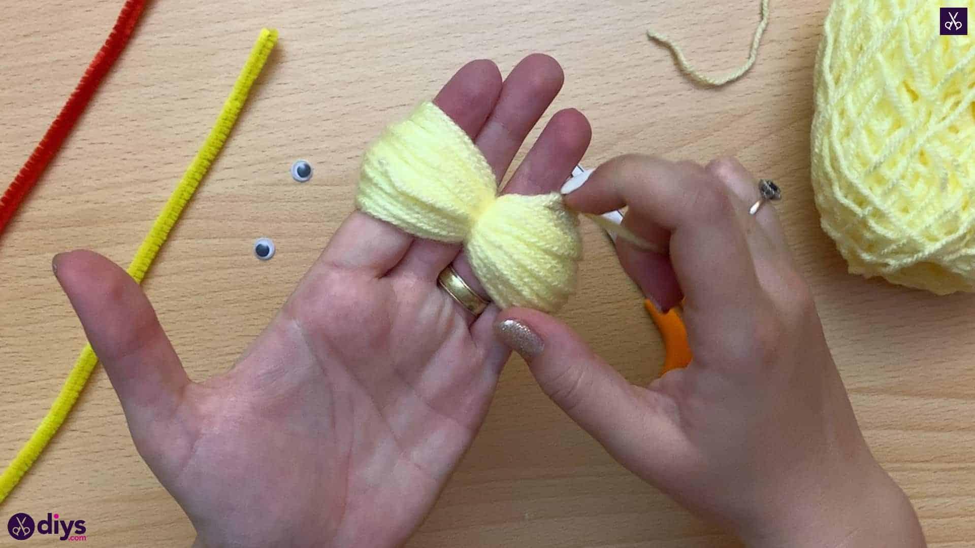 How to make a pom pom chick diy