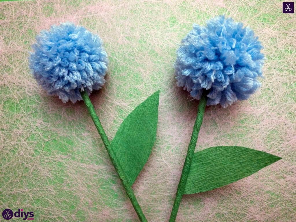 How to make a pom pom flower