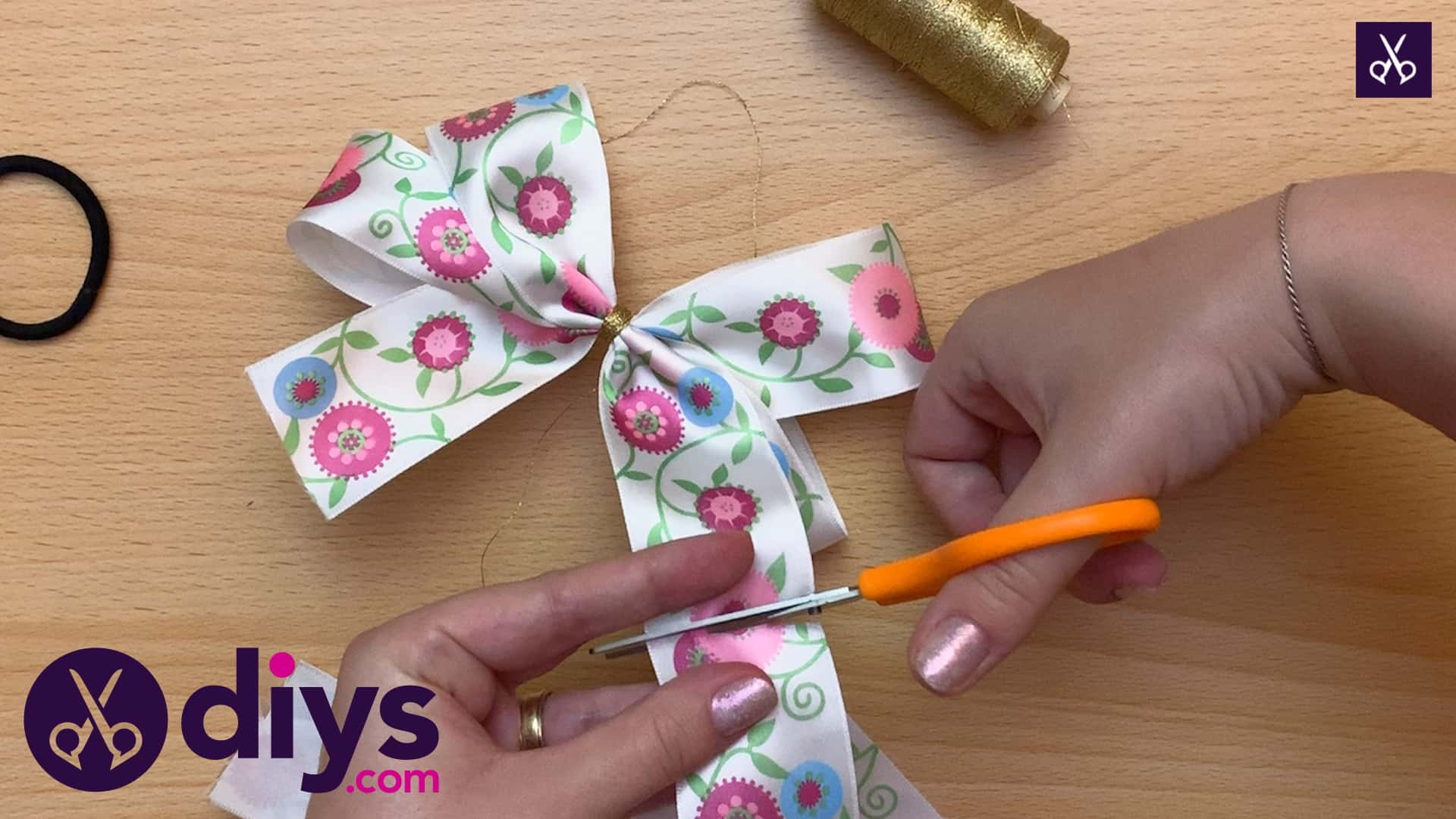 How to make a ribbon double bow cut