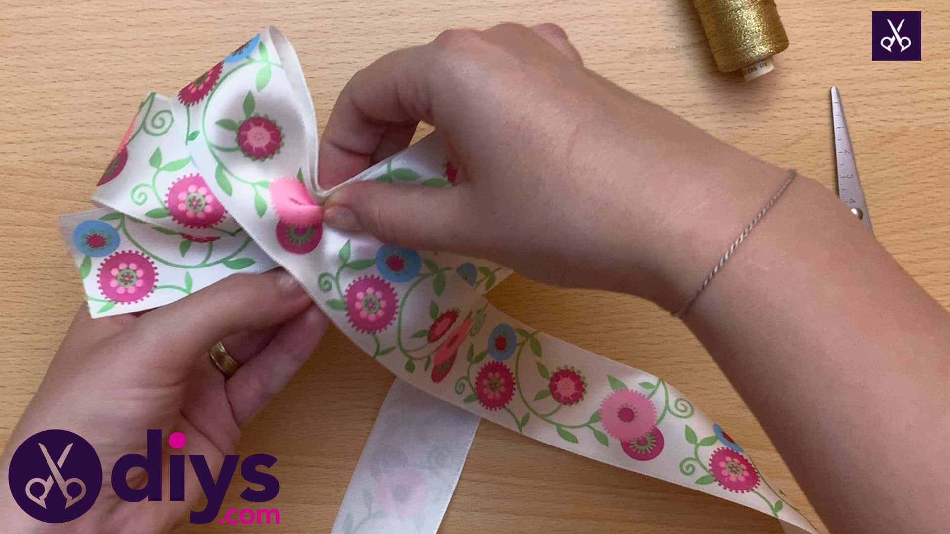 How to make a ribbon double bow fixing