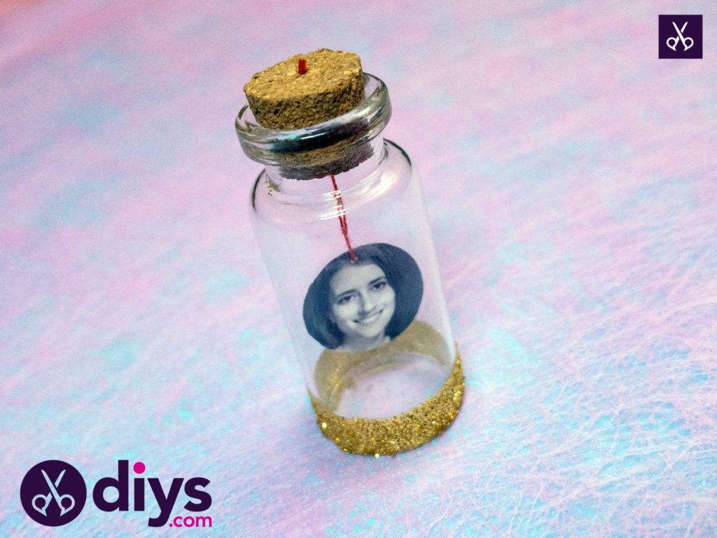 How to make a tiny photo in a bottle diy